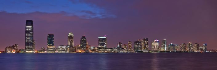 «New Jersey Skyline from Battery Park NY - cropped» de Paolo Costa Baldi - Trabajo propio. Disponible bajo la licencia Creative Commons Attribution 3.0 vía Wikimedia Commons - http://commons.wikimedia.org/wiki/File:New_Jersey_Skyline_from_Battery_Park_NY_-_cropped.jpg#mediaviewer/File:New_Jersey_Skyline_from_Battery_Park_NY_-_cropped.jpg